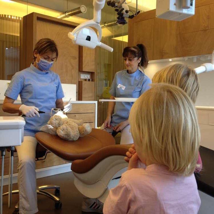 Even wennen aan wat de tandarts allemaal doet....